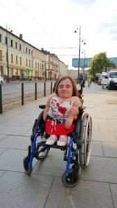 Osoba niepełnosprawna na wózku inwalidzkim